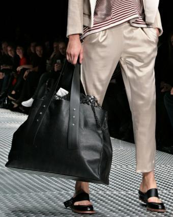 https://cf.ltkcdn.net/handbags/images/slide/197787-680x850-bag22_leathercrop.jpg