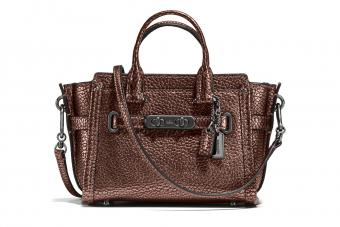 https://cf.ltkcdn.net/handbags/images/slide/210263-850x567-Coach-Pebble-Leather-Swagger-15.jpg