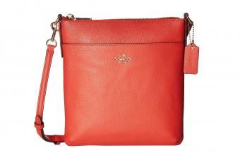 https://cf.ltkcdn.net/handbags/images/slide/211046-850x567-coach_crossgrain_leather_courier_crossbody.jpg