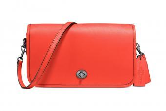 https://cf.ltkcdn.net/handbags/images/slide/211168-850x567-Coach-Turnlock-Crossbody-in-Glovetanned-Leather.jpg