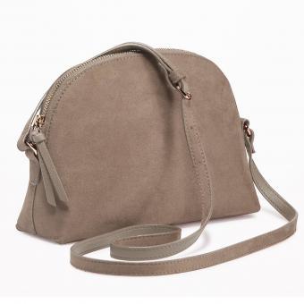 https://cf.ltkcdn.net/handbags/images/slide/218328-850x850-halfmooncrossbody.jpg