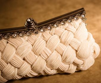 https://cf.ltkcdn.net/handbags/images/slide/218880-850x701-elegantclutch.jpg