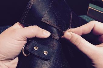 hand stitching leather bag