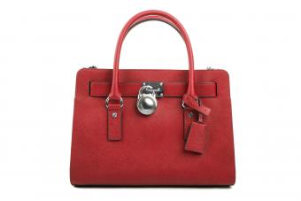 https://cf.ltkcdn.net/handbags/images/slide/250437-850x567-11_locked_bag.jpg