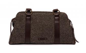 https://cf.ltkcdn.net/handbags/images/slide/250444-850x523-18_Tweed_Bag.jpg