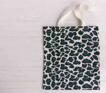 Trendy leopard pattern shopping tote bag