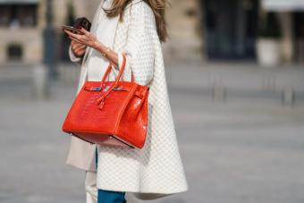 https://cf.ltkcdn.net/handbags/images/slide/271616-850x567-red-birkin-bag.jpg