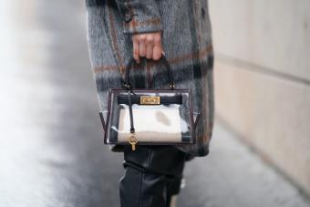 https://cf.ltkcdn.net/handbags/images/slide/271620-850x567-tory-burch-transparent-bag.jpg