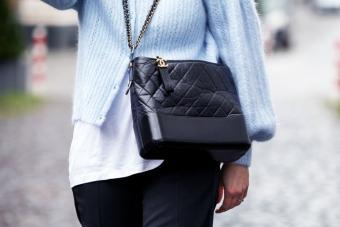 https://cf.ltkcdn.net/handbags/images/slide/271624-850x567-chanel-bag.jpg