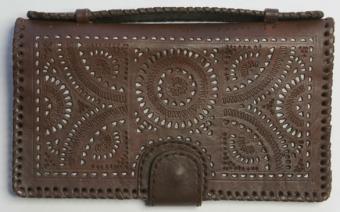 Dehlia Clutch/Wallet in Chocolate from Blumera