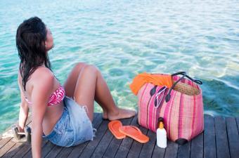 https://cf.ltkcdn.net/handbags/images/slide/38735-850x563-Beach-bag-9.jpg
