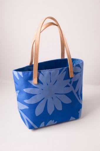 https://cf.ltkcdn.net/handbags/images/slide/38739-566x848-Beach-bag-8.jpg