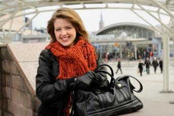 How to Wear a Handbag