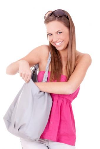 https://cf.ltkcdn.net/handbags/images/slide/38781-430x644-Wearhandbag7.jpg