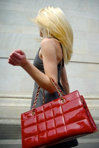 https://cf.ltkcdn.net/handbags/images/slide/39024-514x768-Cute_purse2.jpg