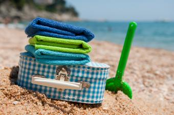 https://cf.ltkcdn.net/handbags/images/slide/39099-849x565-beach-luggage.jpg