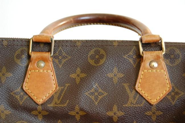 Rounded handle on Speedy. Rounded handle on Speedy · Source. Speedy  This is  Louis Vuitton s most popular bag. 31248754ba125