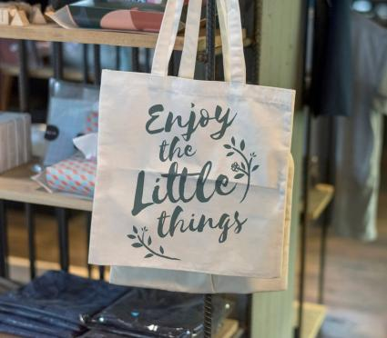 tote with saying