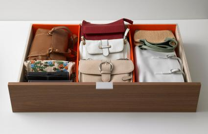 Orderly drawer with handbags