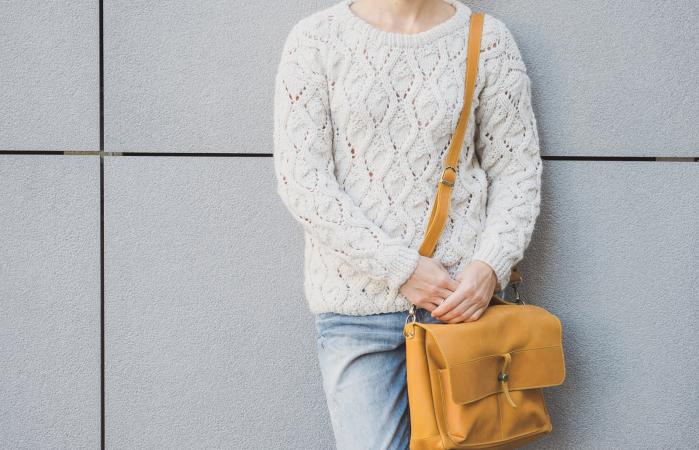 woman with crossbody purse