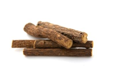 https://cf.ltkcdn.net/herbs/images/slide/123723-404x268-licorice-root.jpg