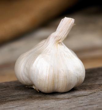 https://cf.ltkcdn.net/herbs/images/slide/123720-333x360-garlic.jpg