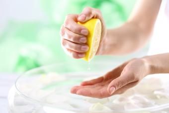 How to Use Lemon Juice to Whiten Skin