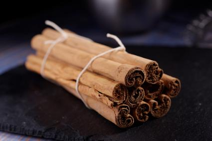 Ground cinnamon and cinnamon sticks