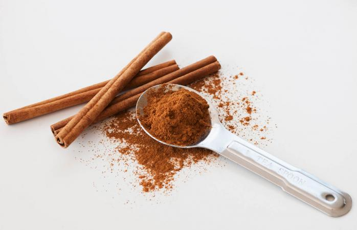 Cinnamon stick and cinnamon powder
