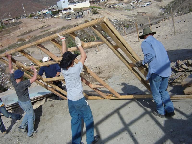 https://cf.ltkcdn.net/home-school/images/slide/75006-800x600-volunteering.jpg