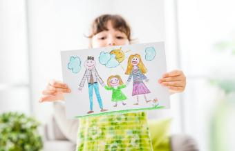 Girl showing a draw of her family