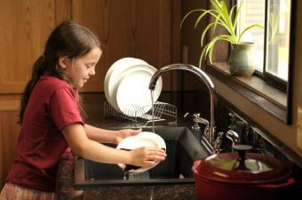 https://cf.ltkcdn.net/home-school/images/slide/75005-850x563-chores.jpg