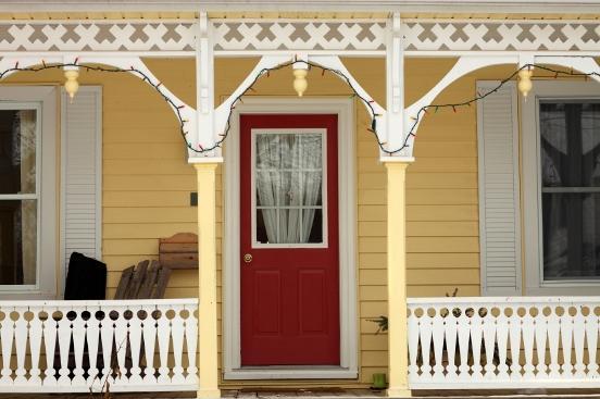 https://cf.ltkcdn.net/homeimprovement/images/slide/104573-552x367-Porch-7.jpg