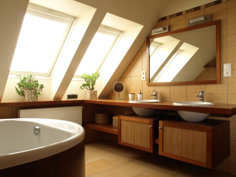 https://cf.ltkcdn.net/homeimprovement/images/slide/170966-800x600-attic-bathroom.jpg