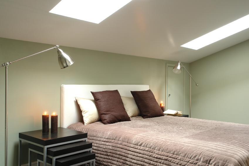 https://cf.ltkcdn.net/homeimprovement/images/slide/170969-849x565-small-attic-bedroom.jpg