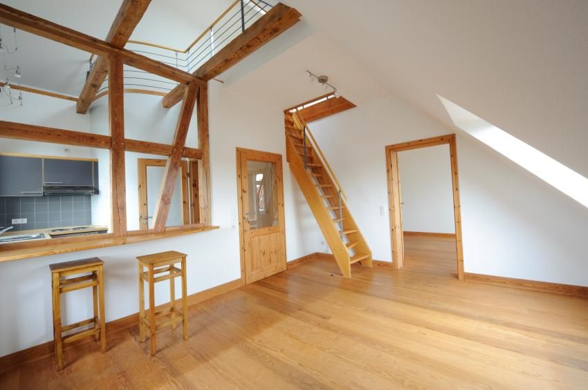 https://cf.ltkcdn.net/homeimprovement/images/slide/170972-850x565-attic-living-room-and-kitchen.jpg