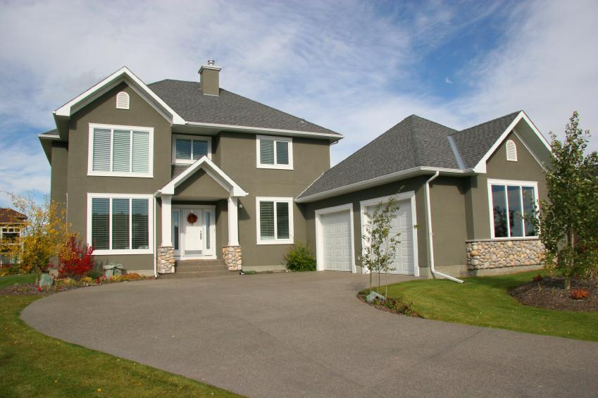 https://cf.ltkcdn.net/homeimprovement/images/slide/176972-849x565-Driveway-off-center.jpg