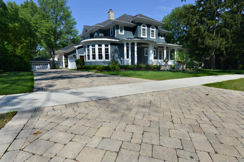 https://cf.ltkcdn.net/homeimprovement/images/slide/176977-849x565-driveway-flange.jpg