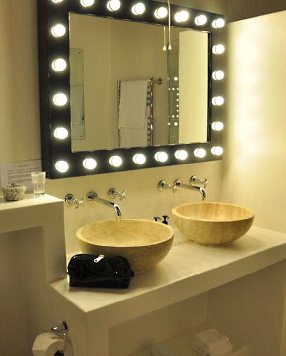 Etonnant Lighted Mirror