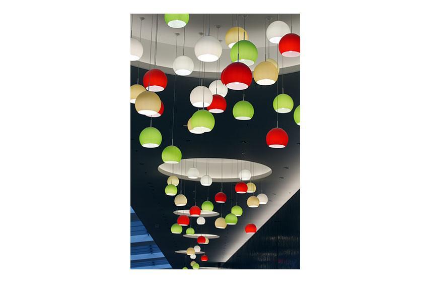 https://cf.ltkcdn.net/homeimprovement/images/slide/179148-850x565-grouped-pendant-lights.jpg