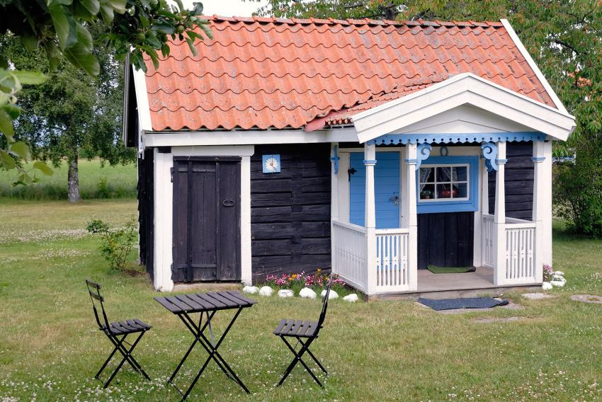 https://cf.ltkcdn.net/homeimprovement/images/slide/206964-850x568-Tiny-House-Exterior.jpg