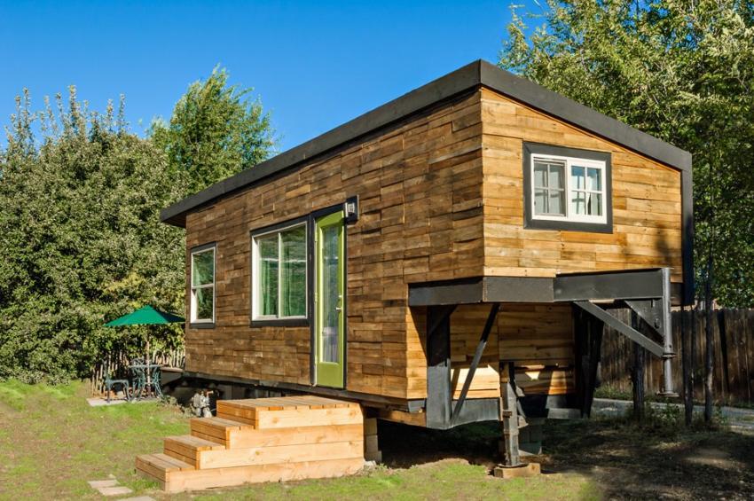 https://cf.ltkcdn.net/homeimprovement/images/slide/207136-850x565-millertinyhouse-031.jpg