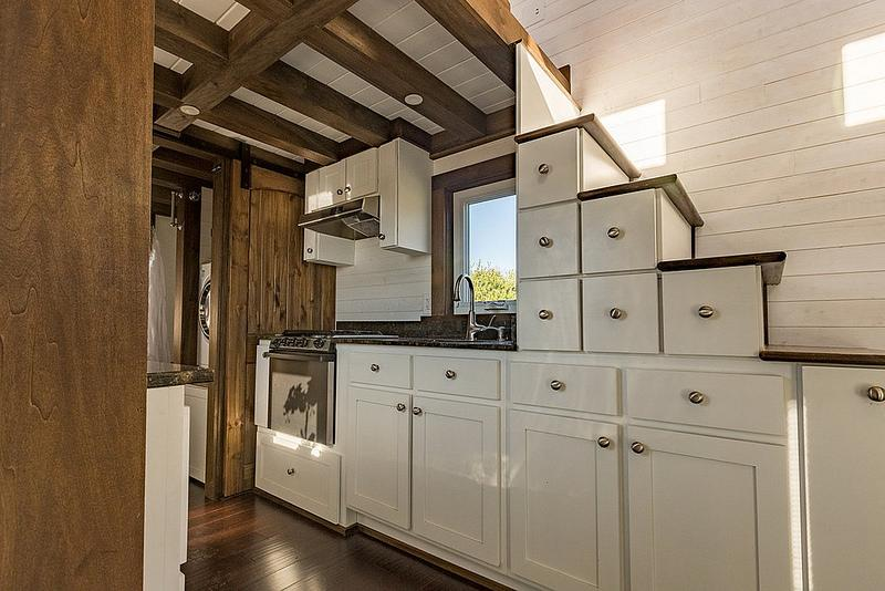 https://cf.ltkcdn.net/homeimprovement/images/slide/207458-800x534-Tiny-House-Chattanooga.jpg