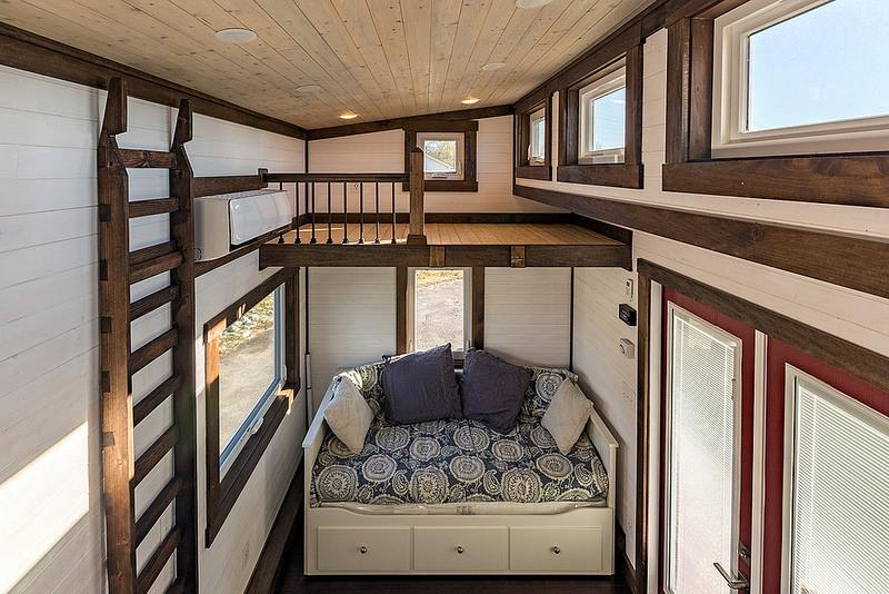 https://cf.ltkcdn.net/homeimprovement/images/slide/207459-800x534-Tiny-House-Chattanooga-bed-and-loft.jpg