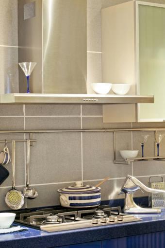 https://cf.ltkcdn.net/homeimprovement/images/slide/104484-533x800-contemporary-kitchen.jpg