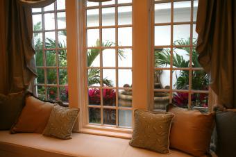 https://cf.ltkcdn.net/homeimprovement/images/slide/104553-849x565-Window-seat2.jpg