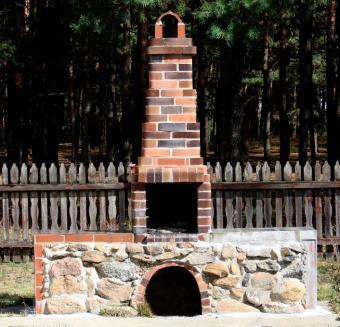 https://cf.ltkcdn.net/homeimprovement/images/slide/104609-706x680-funky_fireplace.jpg