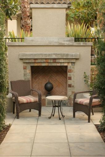 https://cf.ltkcdn.net/homeimprovement/images/slide/104615-566x848-traditional_fireplace.jpg