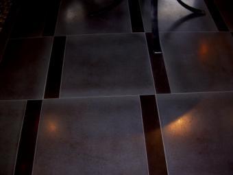 Metal glazed porcelain tiles