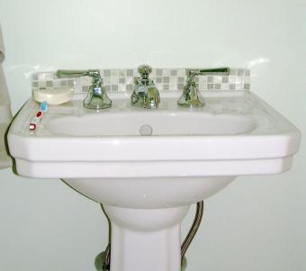 Mayfair pedestal sink